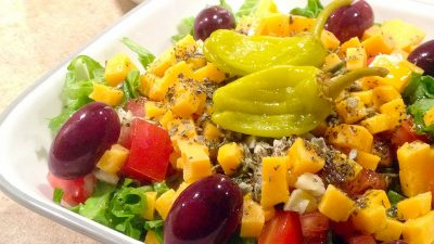 This mediterranean salad recipe is a tasty summer salad that uses the bright flavors found in greek food. This simple healthy recipe is great as a lunch idea or a light dinner! | Tiny Kitchen Cuisine | https://tiny.kitchen
